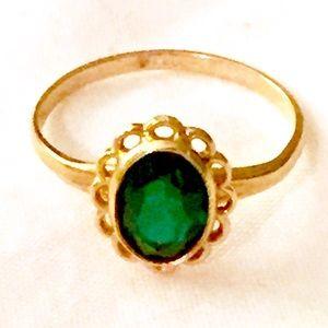 10k Gold Emerald Green Stone Ring Vintage